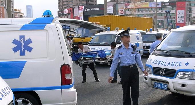 Xe tải đâm vào đám đông ở Trung Quốc: 10 người chết, 16 ngưòi bị thương - Ảnh 3.