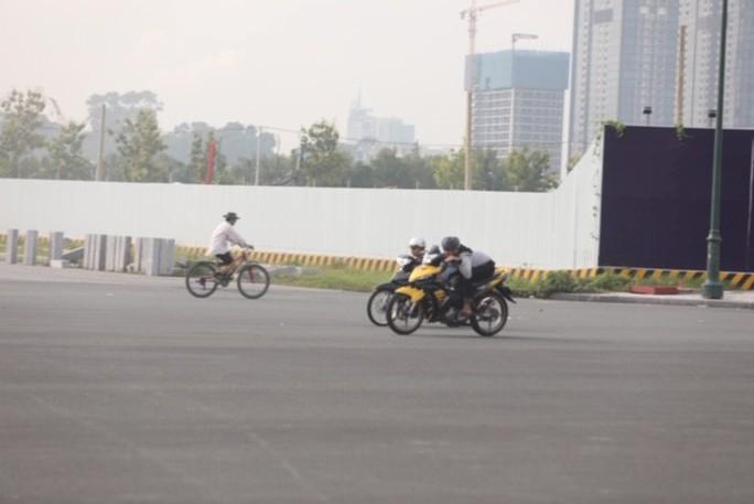 Lạnh người với trường đua bán mạng ở đại lộ Vòng cung - Ảnh 2.