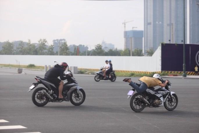 Lạnh người với trường đua bán mạng ở đại lộ Vòng cung - Ảnh 9.