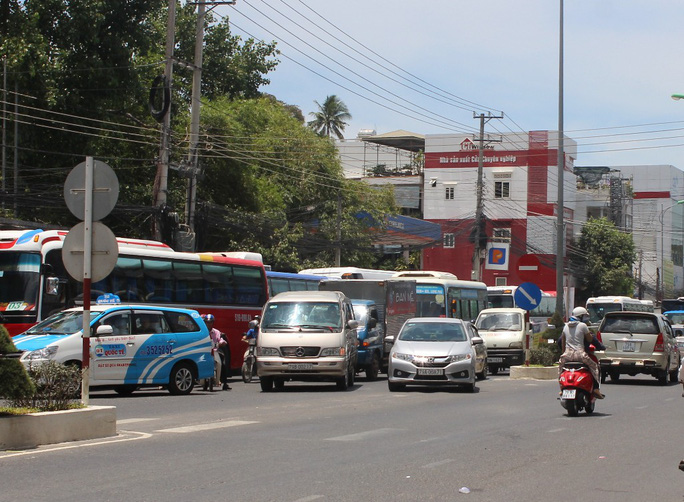 Giải bài toán kẹt xe cho Nha Trang: Cần cấm xe lớn vào thành phố - Ảnh 1.