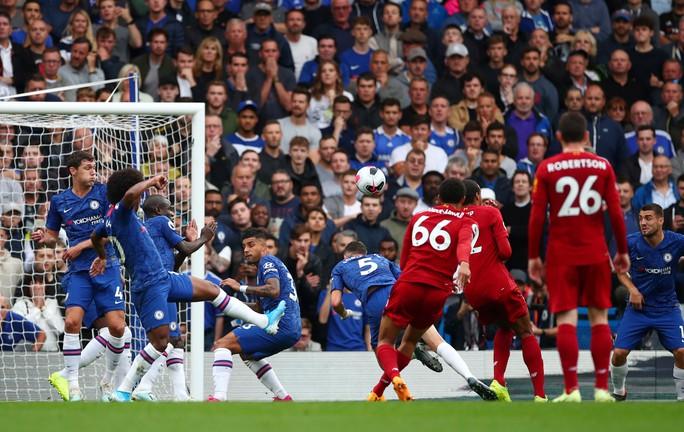 Hạ Chelsea bằng siêu phẩm, Liverpool thách thức cả giải Ngoại hạng - Ảnh 4.