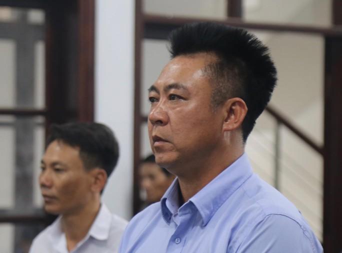 Đang hầu tòa vị hành vi chứa mại dâm, ông chủ Bavico lại bị khởi tố tội lừa đảo - Ảnh 1.