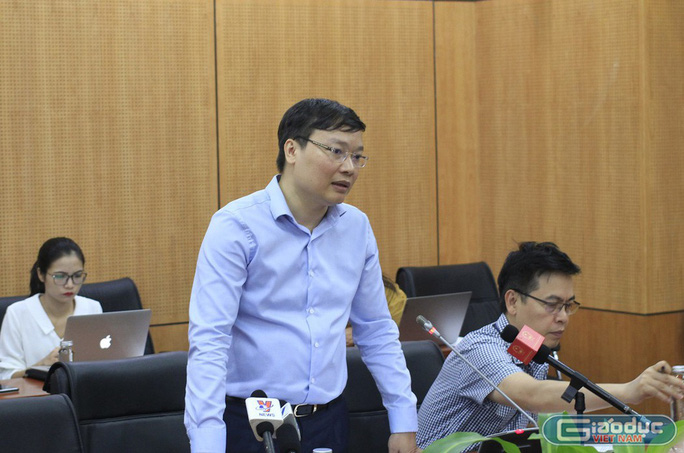 Ông Trương Hải Long, Vụ trưởng Vụ Công chức, viên chức, Bộ Nội vụ phát biểu tại cuộc họp báo