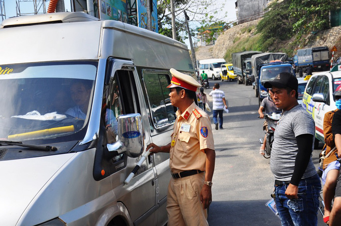 Giải bài toán kẹt xe cho Nha Trang: Cần cấm xe lớn vào thành phố - Ảnh 2.