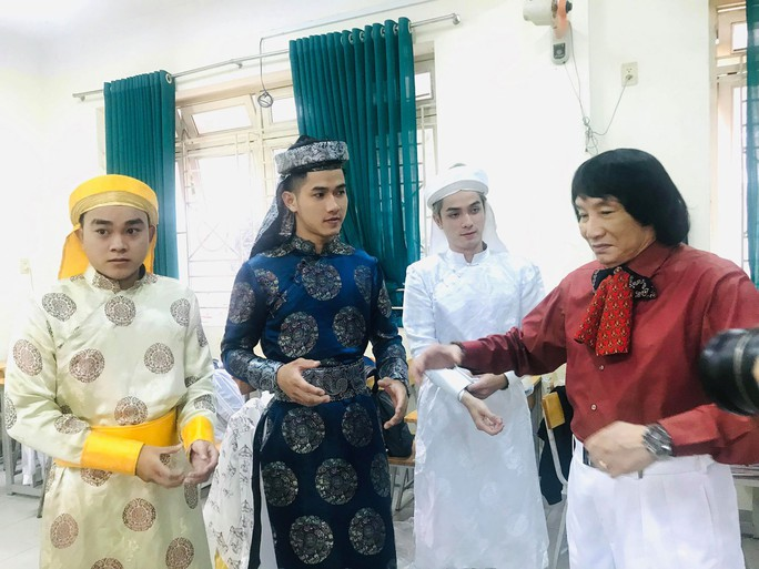 NSND Minh Vương đưa sân khấu lịch sử vào học đường - Ảnh 1.