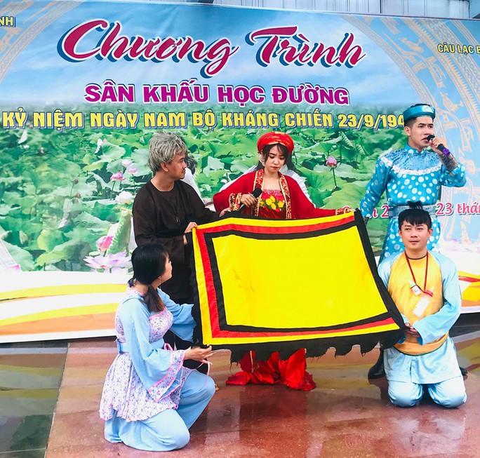 NSND Minh Vương đưa sân khấu lịch sử vào học đường - Ảnh 2.