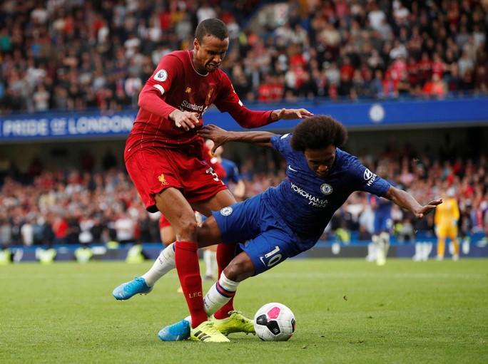Hạ Chelsea bằng siêu phẩm, Liverpool thách thức cả giải Ngoại hạng - Ảnh 1.
