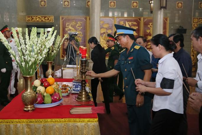 Xúc động lễ viếng đại tá, phi công Nguyễn Văn Bảy - Ảnh 7.