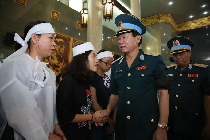 Xúc động lễ viếng đại tá, phi công Nguyễn Văn Bảy - Ảnh 8.