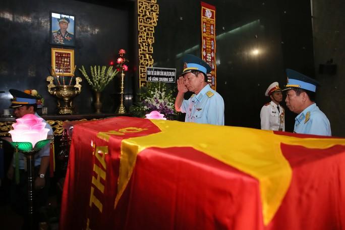 Xúc động lễ viếng đại tá, phi công Nguyễn Văn Bảy - Ảnh 5.