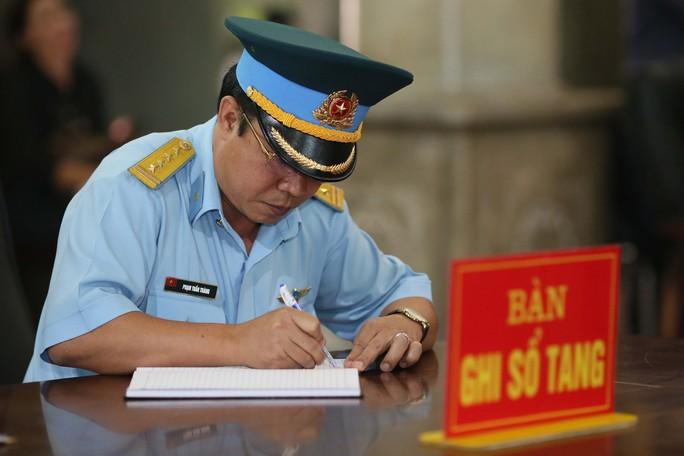 Xúc động lễ viếng đại tá, phi công Nguyễn Văn Bảy - Ảnh 11.