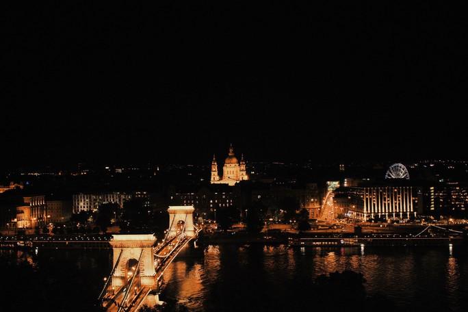 Budapest - nơi những chiếc cầu kể chuyện - Ảnh 11.