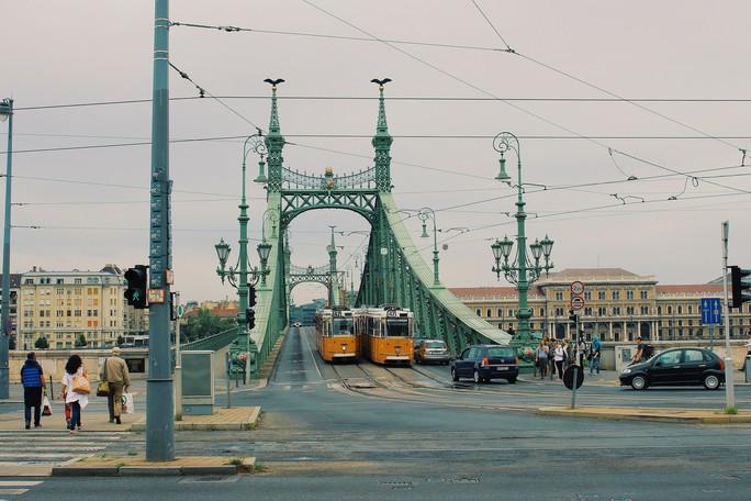 Budapest - nơi những chiếc cầu kể chuyện - Ảnh 1.