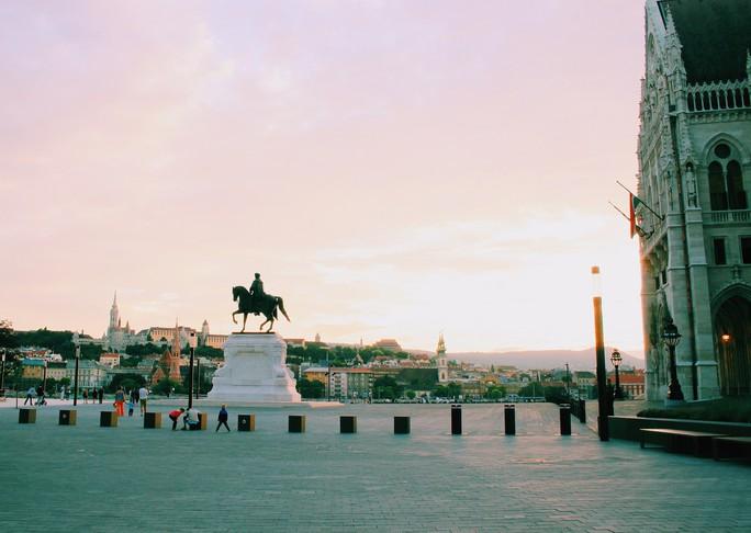 Budapest - nơi những chiếc cầu kể chuyện - Ảnh 3.