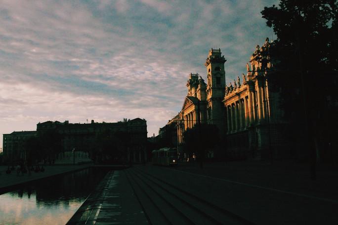 Budapest - nơi những chiếc cầu kể chuyện - Ảnh 4.