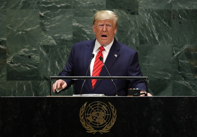 Tổng thống Trump vừa đánh vừa xoa Iran, chỉ trích Trung Quốc - Ảnh 1.