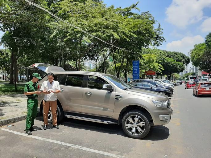 TP HCM: Đề xuất không đăng kiểm với ôtô nợ phí đỗ ở lòng đường - Ảnh 2.