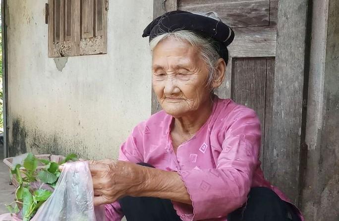 Clip: Xúc động việc cụ bà 83 tuổi lên xã xin ra khỏi diện hộ nghèo - Ảnh 2.