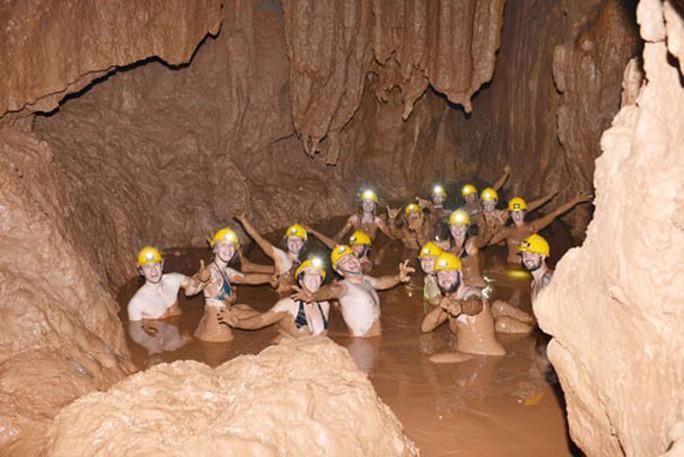 Đắm mình trong hang Tối - Ảnh 1.