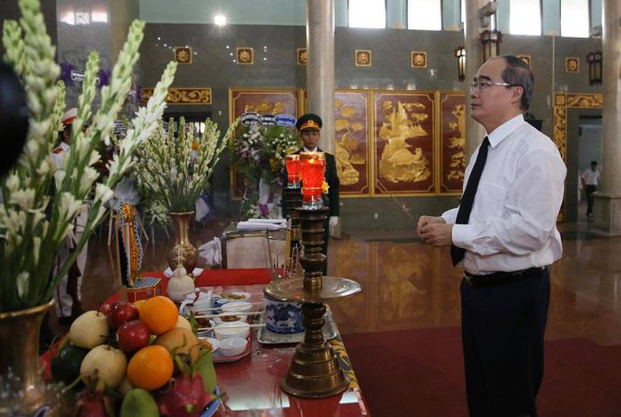 Xúc động lễ viếng đại tá, phi công Nguyễn Văn Bảy - Ảnh 1.