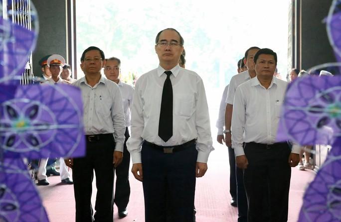 Xúc động lễ viếng đại tá, phi công Nguyễn Văn Bảy - Ảnh 2.