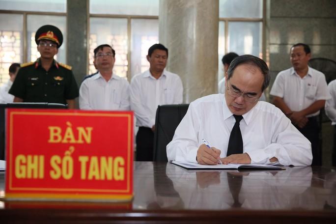 Xúc động lễ viếng đại tá, phi công Nguyễn Văn Bảy - Ảnh 4.