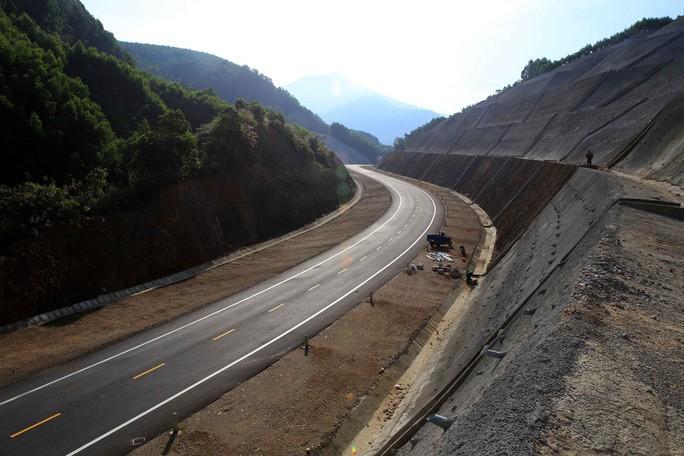 Bộ Giao thông Vận tải hủy sơ tuyển thầu quốc tế dự án cao tốc Bắc-Nam - Ảnh 1.