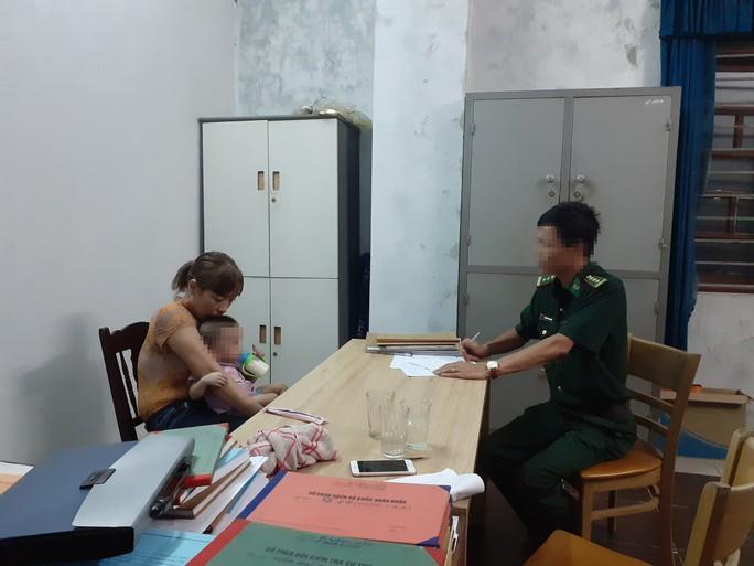 Bắt đối tượng chuyển hàng ngàn viên ma túy từ Lào về Việt Nam - Ảnh 1.