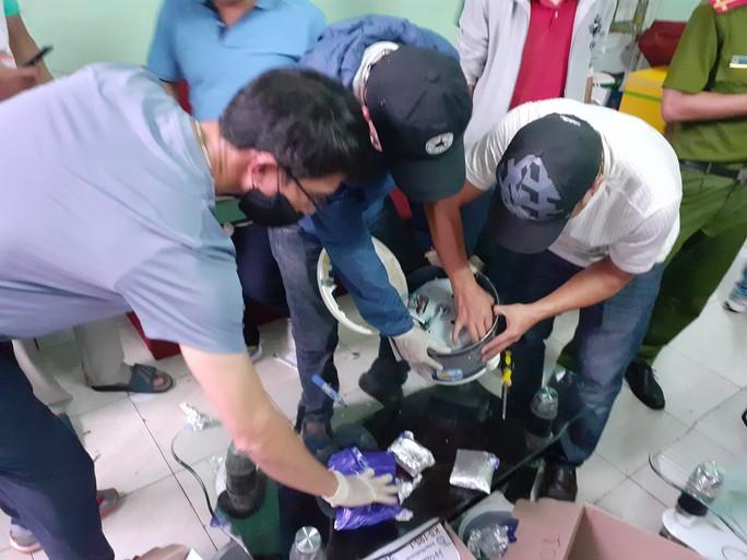 Bắt đối tượng chuyển hàng ngàn viên ma túy từ Lào về Việt Nam - Ảnh 3.