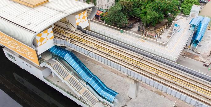 Cận cảnh đường sắt Cát Linh-Hà Đông tiến độ kiểu rùa bò hơn thập kỷ - Ảnh 3.
