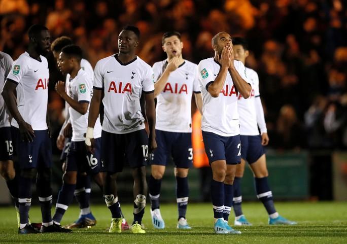 Đội bóng Hạng tư gây sốc ở League Cup, loại Tottenham trên chấm luân lưu - Ảnh 8.