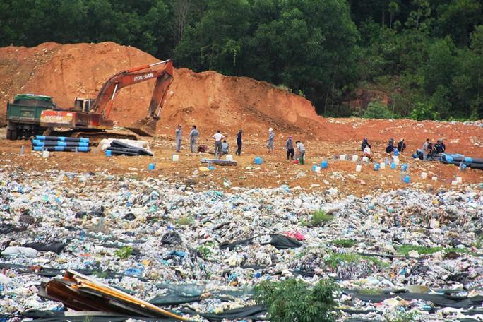 Sau hơn 1 tháng, người dân Quảng Nam mới dừng phong tỏa bãi rác - Ảnh 1.