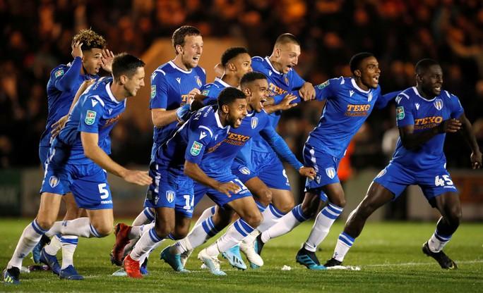 Đội bóng Hạng tư gây sốc ở League Cup, loại Tottenham trên chấm luân lưu - Ảnh 7.