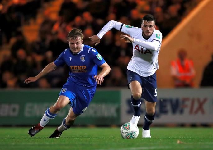Đội bóng Hạng tư gây sốc ở League Cup, loại Tottenham trên chấm luân lưu - Ảnh 2.