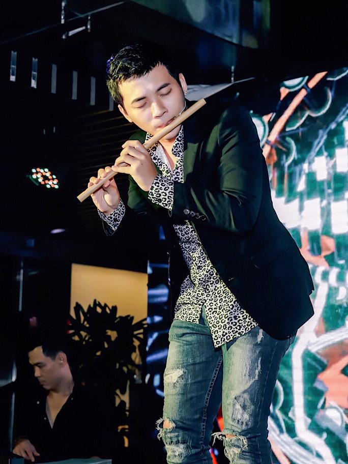 Hotboy Đinh Nhật Minh thổi sáo nhảy hip hop - Ảnh 1.