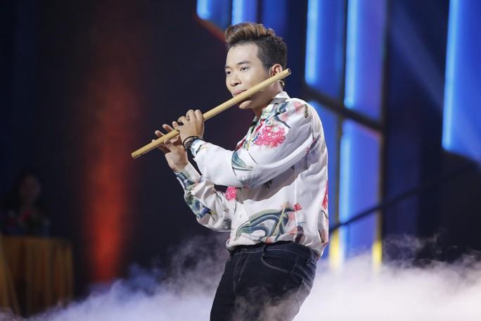 Hotboy Đinh Nhật Minh thổi sáo nhảy hip hop - Ảnh 3.