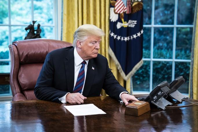 Ông Donald Trump mỉa mai cuộc điều tra luận tội của phe Dân chủ - Ảnh 1.
