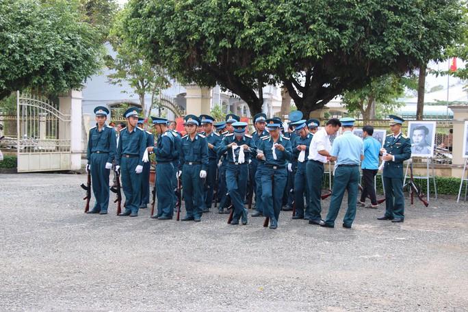 Lễ viếng Đại tá phi công Nguyễn Văn Bảy đang diễn ra tại quê nhà - Ảnh 14.