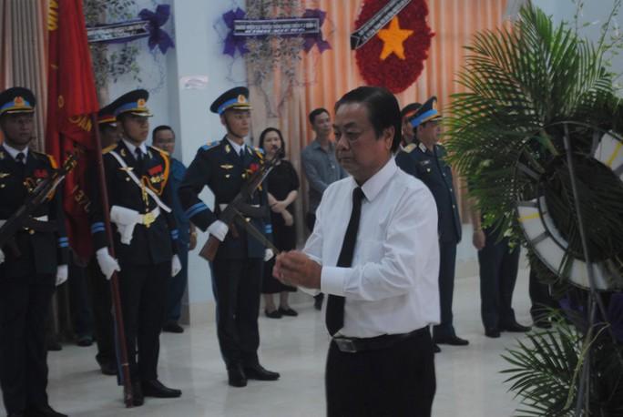 Lễ viếng Đại tá phi công Nguyễn Văn Bảy đang diễn ra tại quê nhà - Ảnh 2.