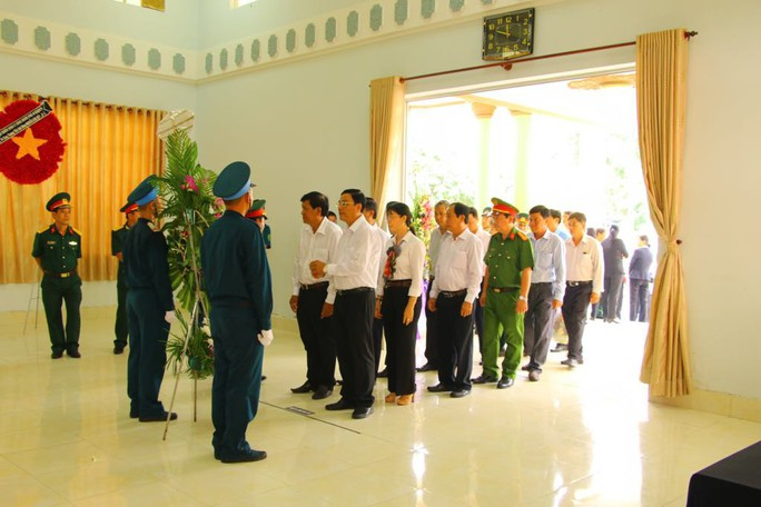 Lễ viếng Đại tá phi công Nguyễn Văn Bảy đang diễn ra tại quê nhà - Ảnh 4.