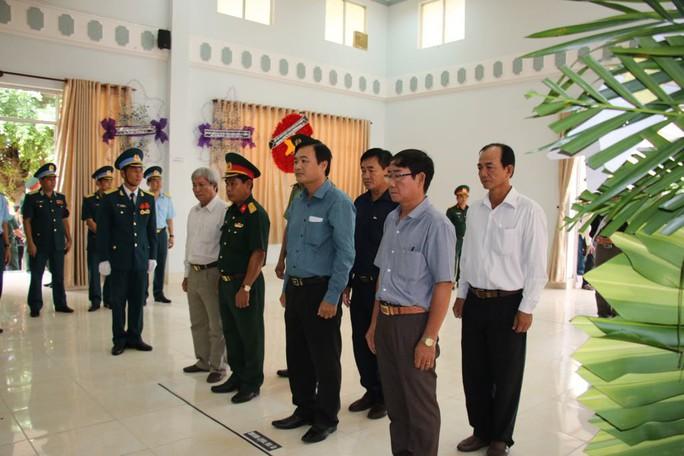 Lễ viếng Đại tá phi công Nguyễn Văn Bảy đang diễn ra tại quê nhà - Ảnh 5.