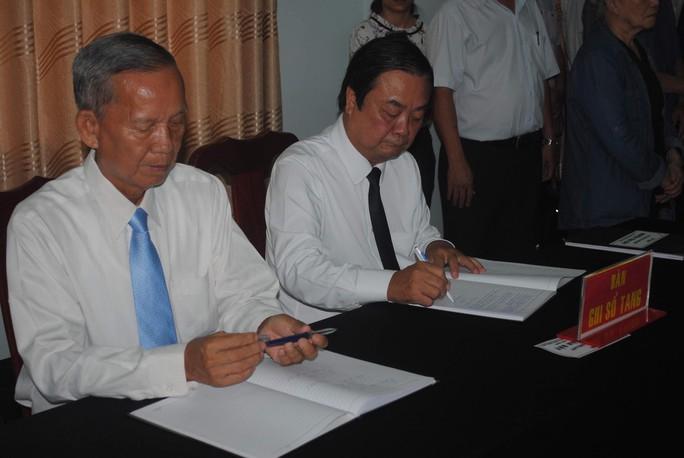 Lễ viếng Đại tá phi công Nguyễn Văn Bảy đang diễn ra tại quê nhà - Ảnh 1.
