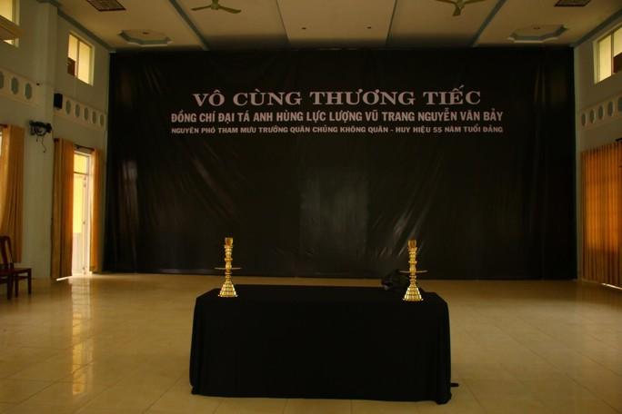 Lễ viếng Đại tá phi công Nguyễn Văn Bảy đang diễn ra tại quê nhà - Ảnh 10.