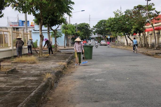 Lễ viếng Đại tá phi công Nguyễn Văn Bảy đang diễn ra tại quê nhà - Ảnh 8.