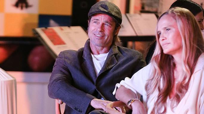 Brad Pitt hẹn hò tình mới hậu ly hôn Angelina Jolie? - Ảnh 2.