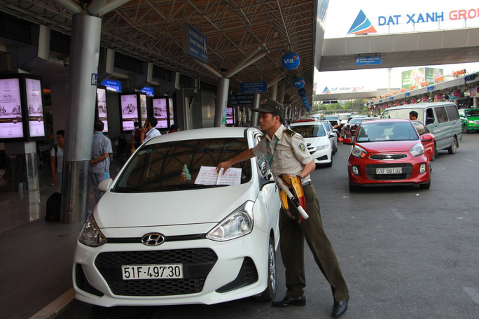 Đề xuất lập bãi đậu taxi trước ga quốc tế sân bay Tân Sơn Nhất - Ảnh 1.