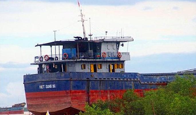 Trục vớt tàu chở 3.040 tấn clinker chìm trên biển  - Ảnh 1.