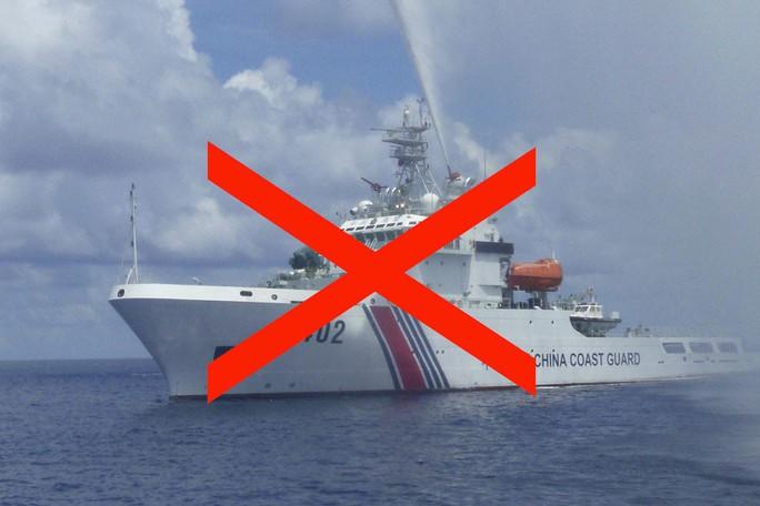 Hành động khiêu khích của tàu tuần duyên Trung Quốc ở biển Đông - Ảnh 1.