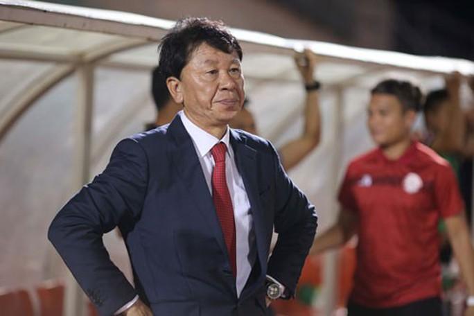 HLV Chung Hae-soung: Trọng tài giúp Hà Nội FC vô địch - Ảnh 1.