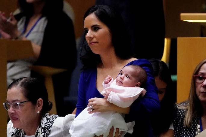 Tổng thống El Salvador chụp ảnh tự sướng tại Liên Hiệp Quốc - Ảnh 2.